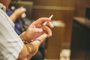 加齢や喫煙でペニスは小さくなる